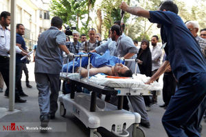 عکس/ انتقال مجروحان حملات تروریستی امروز تهران به بیمارستان
