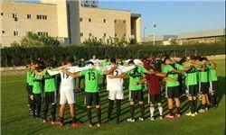 ادای احترام به قربانیان حوادث تروریستی تهران در تمرین تیم ملی