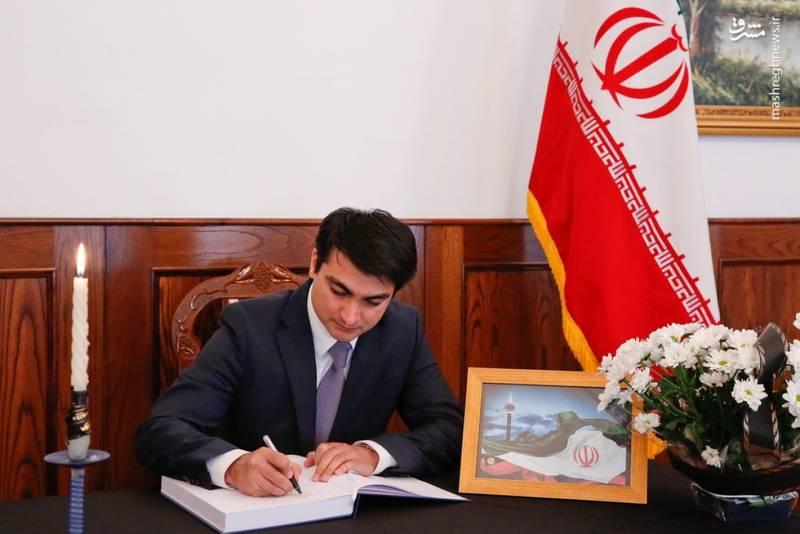 امضا دفتر یادبود شهدای تهران در سفارت ایران در بوسنی