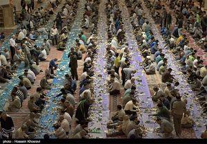 پذیرایی از ۱۷۰ هزار زائر در بزرگترین سفره افطاری جهان اسلام