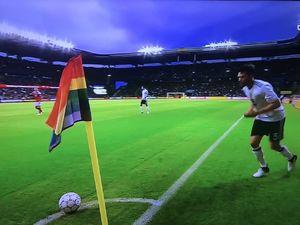 شباهت پرچم رنگین کمانی با نماد همجنس بازان