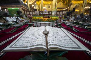 عکس/ جزء خوانی قرآن کریم در حرم حضرت عباس(ع)