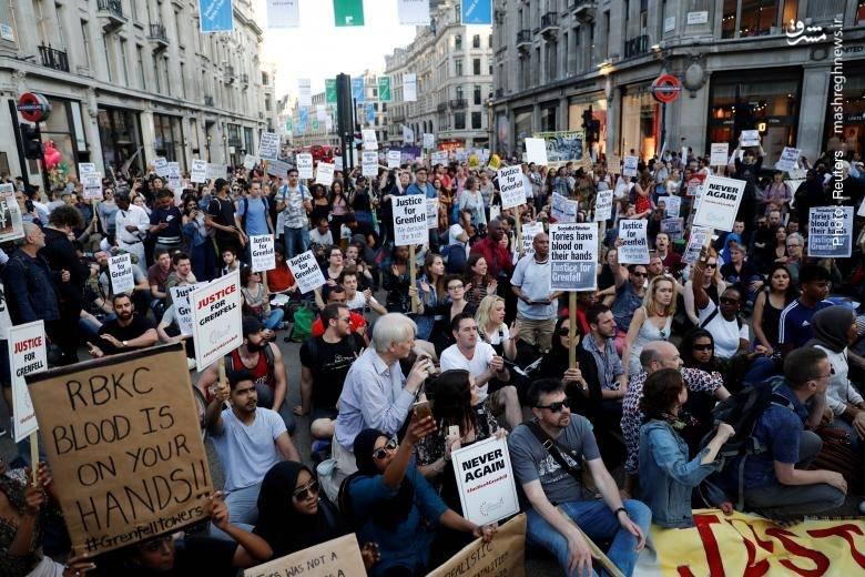 تظاهرات بریتانیاییها در لندن در اعتراض به کاهش بودجه خدمات عمومی از سوی حزب محافظهکار و عدم رسیدگی به ایمنی برج گرنفل که این هفته در آتش سوخت