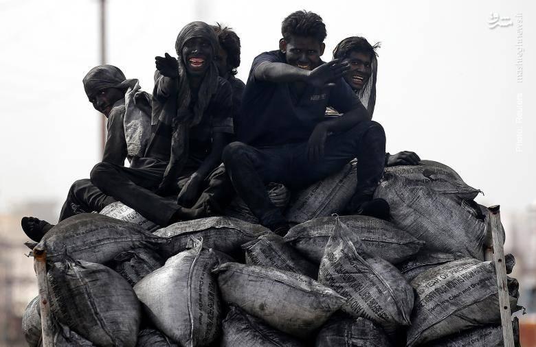 کارگران معدن زغالسنگ در برسانای هند