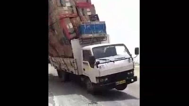 فیلم/ چپ کردن خودرو با وزش باد شدید