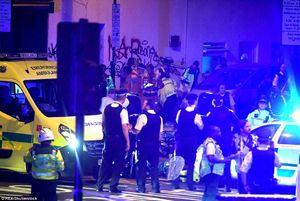 فیلم/ حمله یک ون به مردم در پیادهرو لندن