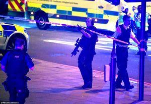 حمله یک خودرو به مسلمانان در پیادهرو لندن