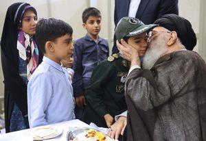 فرزندان شهدای امنیت در آغوش رهبر انقلاب