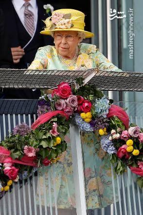ملکه الیزابت دوم درواقع متولد 21 آوریل است ولی با توجه به سنت خاندان سلطنتی انگلستان، در آغاز ماه ژوئن برای خود جشن تولد برگزار می کند.