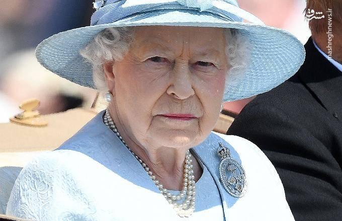 ملکه الیزابت دوم زبان فرانسوی را بهتر از زبان انگلیسی صحبت می کند. همین عامل چندین مرتبه موجبات اعتراض به ایشان را فراهم آورده است.