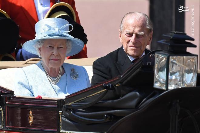ملکه الیزابت دوم دارای 8 نوه و 5 نتیجه است.