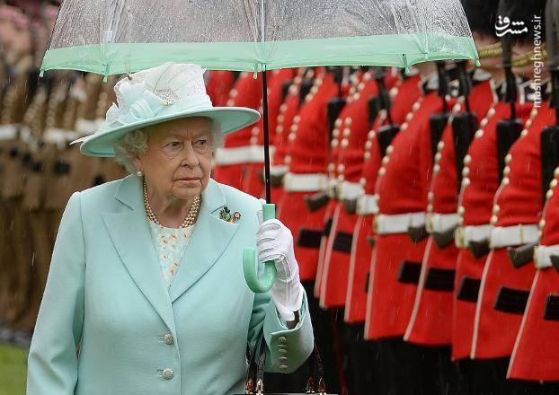 ملکه الیزابت دوم  با عنایت به قانونی که ادوارد دوم وضع کرده است مالک تمامی ماهی های بریتانیا به شمار می آید.