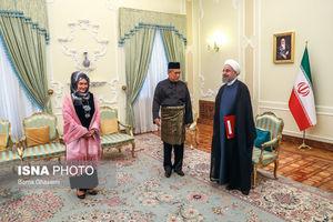عکس/ پوشش سفیر مالزی در دیدار با روحانی