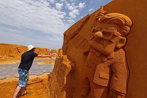تصاویر/ فستیوال مجسمههای عظیم ماسهای