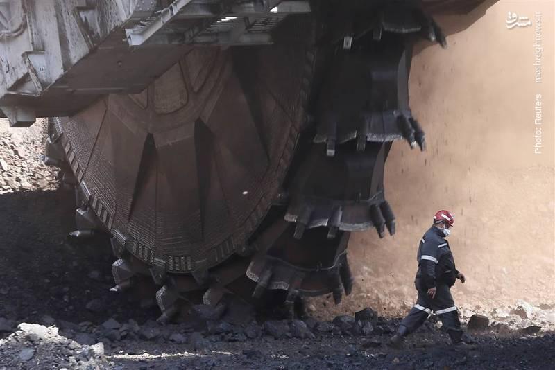 کاوشگر عظیمالجثه ساخت شوروی سابق که توان کاوش روزانه 5250 تُن زغالسنگ را دارد، هنوز در معدن روزمینی شاراپوای روسیه کار میکند