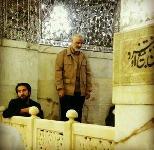 عکس/ نماز زیارت سردار سلیمانی در حرم امام رضا(ع)