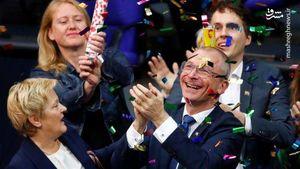 عکس/ شادی نمایندگان مجلس آلمان بخاطر قانونیشدن ازدواج همجنسبازان