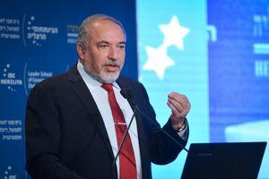 لیبرمن: نمیگذاریم ایران و حزبالله نزدیک مرزهای ما باشند