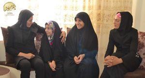 دیدار خواهران منصوریان با خانواده شهید حمزه کاظمی