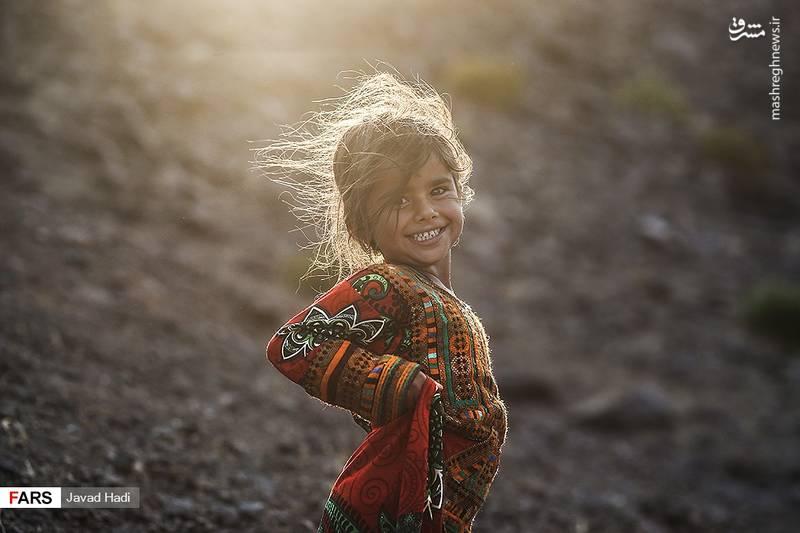 زینب، دختری از روستای زیران که تمام دارایی پدرش چهار راس بز و گوسفند است و یارانه آنها توسط دولت قطع گردیده. در روستاهای زیران حدود سی خانوار زندگی می کنند که حدود هشت خانوار یارانه شان قطع گردیده است.