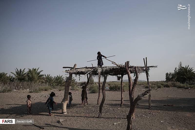 کودکان در روستای چاه ابراهیم مشغول بازی هستند. این روستا در دهستان جازموریان قرار دارد و براساس سرشماری مرکز آمار ایران ، جمعیت آن ۴۵۰ نفر (۸۶خانوار) می باشد.