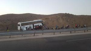 واژگونی اتوبوس در محور اصفهان _ کاشان