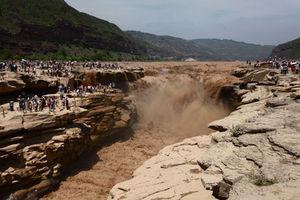 فیلم/ آبشار هیجان انگیز رود زرد در چین