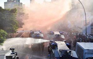 فیلم/ خشونت پلیس آلمان در برخورد با تجمع اعتراضی مردم به گروه۲۰
