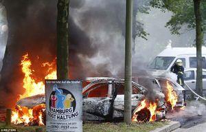 عکس/ آتش زدن خودرو ها در آلمان