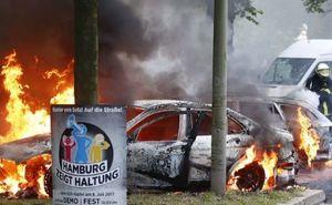 فیلم/ به آتش کشیدن چندین خودرو در آلمان