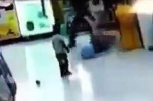 فیلم/ کتک زدن دختر فقیر مقابل چشمان برادرش