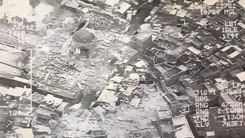 عکس-هوایی-از-ویرانه-های-برجای-مانده-پس-از-تخریب-مناره-الحدباء-مسجد-نوری-موصل-به-دست-داعش4.png