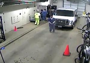 فیلم/ فرار زیرکانه یک زندانی با خودرو