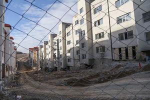 مالکان مسکن مهر پردیس حالا مستاجر همسایههای خود شدند/ آقای وزیر! همان خانههای «مزخرف» را تحویلمان بدهید +عکس