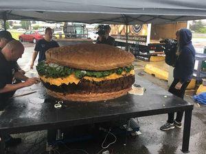 بزرگترین همبرگر جهان