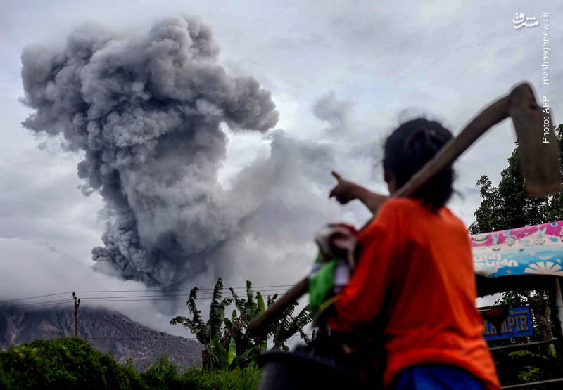 زندگی عادی مردم اندونزی با آتشفشان سینابونگ