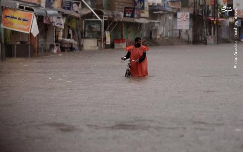 سیل ویرانگر در خانهها و خیابانهای پاکستان