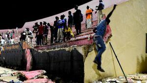 عکس/ فرو ریختن دیوار ورزشگاه فوتبال در سنگال