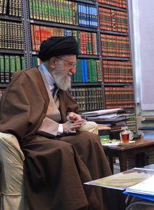 تصویری از اتاق مطالعه و کتابخانه رهبر انقلاب