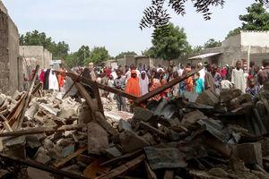عکس/  ۸ کشته براثر انفجار مهیب در شرق نیجریه