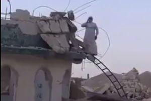 فیلم/ اذان گفتن بر ویرانههای مسجدی در موصل