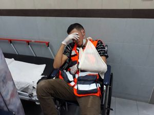 حمله وحشیانه صهیونیستها به مرکز درمانی در قدس