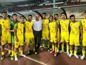 عکس/ بازیکنان جوان نفت تهران در کنار برانکو
