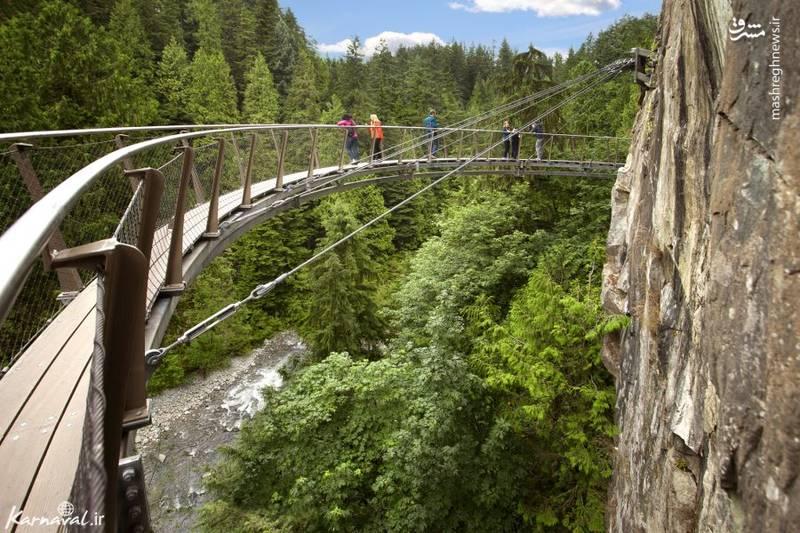 ۹- مسیر پیاده روی معلق   ونکوور  این مسیر پیاده روی به طول ۲۱۳ متر، در ارتفاع ۹۱ متری بر فراز رودخانه ی کپیلانو (Capilano River) قرار دارد.