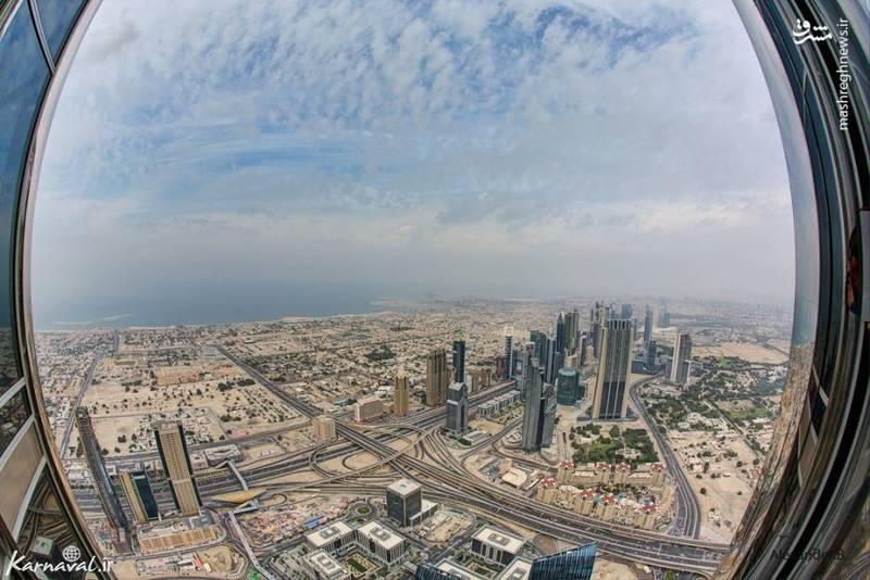 ۴- طبقه های آخر برج خلیفه   دبی  برج خلیفه بلندترین برج جهان است و ۱۶۳ طبقه دارد. نمایی که در این تصویر می بینید در ارتفاع ۵۴۸.۶۴ متری این برج است.