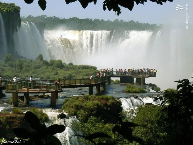 ۵- آبشار ایگواسو   مرز آرژانتین و برزیل  آبشار ایگواسو از ۲۷۰  آبشار کوچک تشکیل شده و می توانید شاهد منظره ی بی نظیری از اطراف آن باشید.