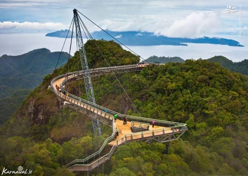 ۷- پیاده روی در میان آسمان و زمین   مالزی  پل لانگکاوی اسکای (Langkawi Sky Bridge) بر روی کوه های سرسبز مات قرار دارد.