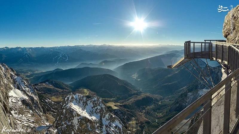 ۱۲- پلکانی در کوه آلپ   اتریش  این پلکان معلق ۲۷۴۳.۲ متر ارتفاع دارد.