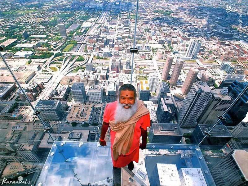 ۱۷- طبقه صد و سوم برج ویلیس   شیکاگو  با قرار گرفتن در این طبقه، محوطه ای به اندازه ی ۸۰ کیلومتر از شهر و دریاچه ی میچیگان (Lake Michigan) را خواهید دید.