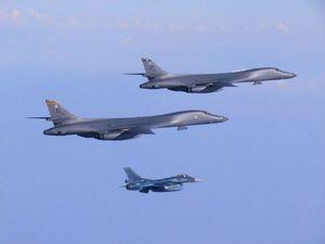 بمبافکن اتمی »بی-1 بی» آمریکا بر فراز شبه جزیره کره به پرواز درآمد